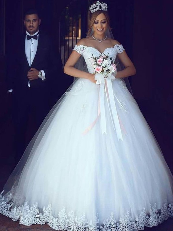 Ball Gown Off-the-Shoulder Sleeveless Floor-Length Wedding Tulle Dresses with Lace