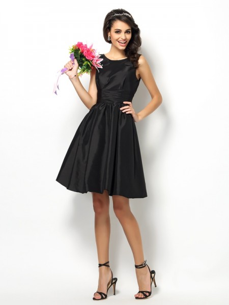 A-Line/Princess Bateau Pleats Short Taffeta Bridesmaid Dress