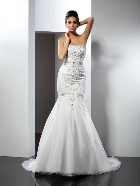 Trumpet/Mermaid Strapless Applique Long Satin Wedding Dress