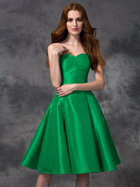 A-line/Princess Sweetheart Short Taffeta Bridesmaid Dress