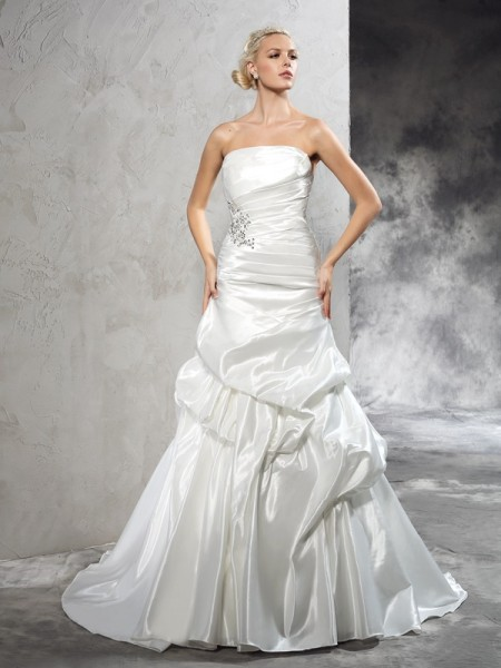 Sheath/Column Strapless Pleats Satin Wedding Dress