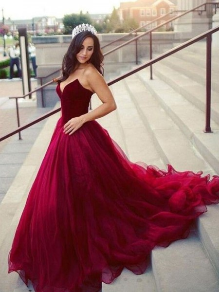 Ball Gown Sleeveless Sweetheart Court Train Tulle Dress