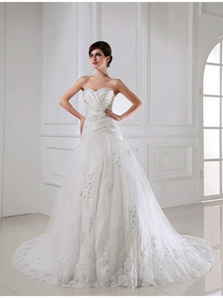 A-Line/Princess Applique Sweetheart Satin Tulle Wedding Dress