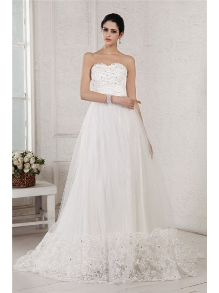 A-Line/Princess Sweetheart Applique Long Net Wedding Dress